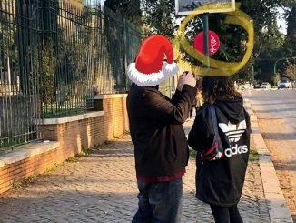 turisti americani imbrattano Roma