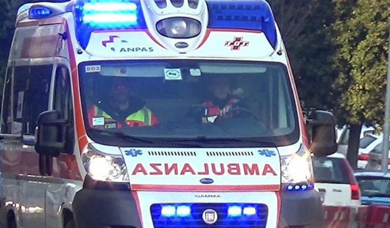 Incidente stradale, 4 feriti, tra cui una mamma e 2 figli