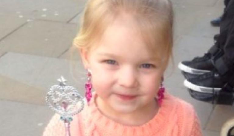 Bambina di 5 anni morta incastrata nell'ascensore