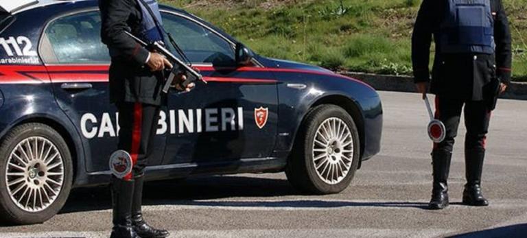 Ignora l'alt dei carabinieri e si schianta: morto 40enne