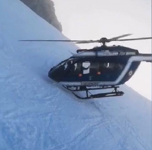 chamonix elicottero manovra 02 486x478