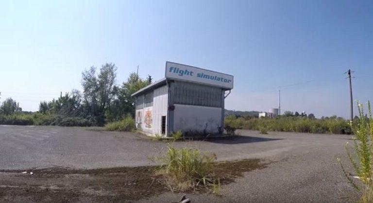 fabbrica abbandonata simulatore volo