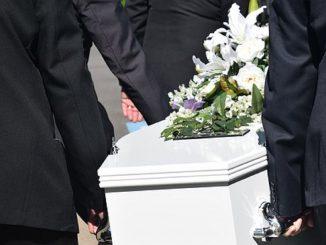 Mestre, arriva in ritardo al funerale del marito: multata
