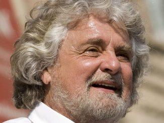 """No vax allo spettacolo di Grillo """"Buffone, ci hai tradito"""""""