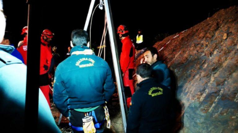 Bambino caduto nel pozzo: primo tentativo di salvataggio fallito