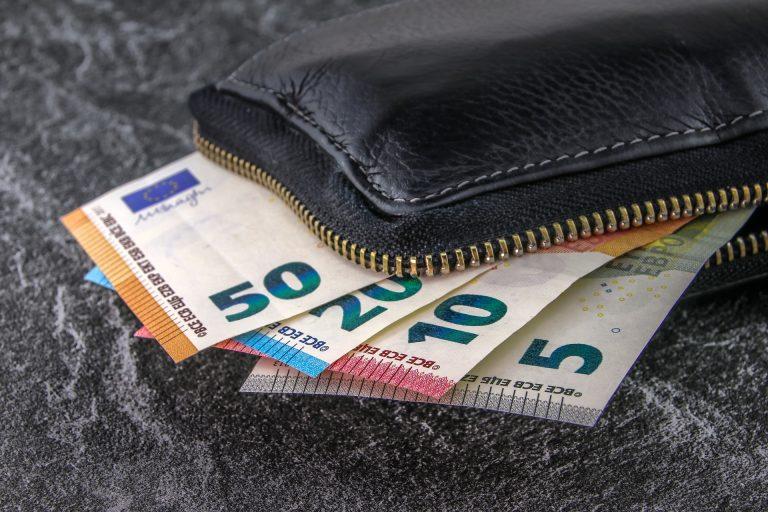 Reddito di cittadinanza, il denaro su carte prepagate