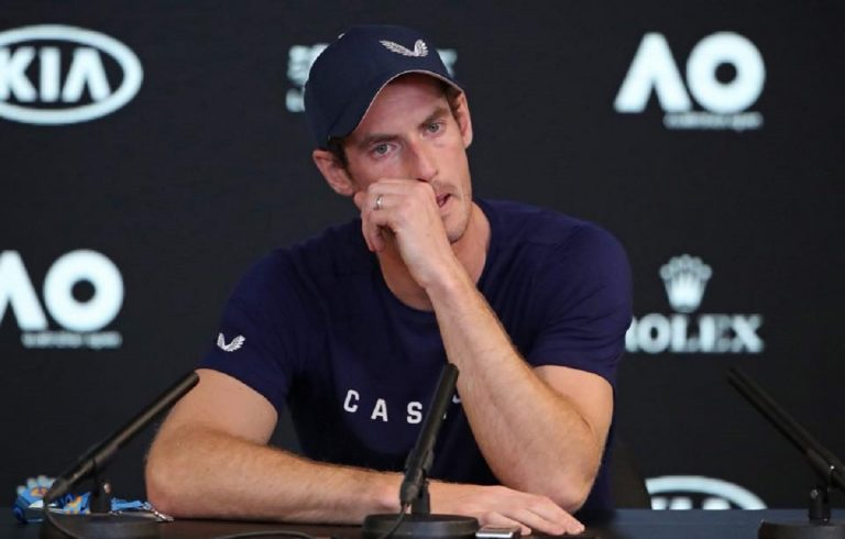 Tennis, Murray si ritira per il dolore all'anca