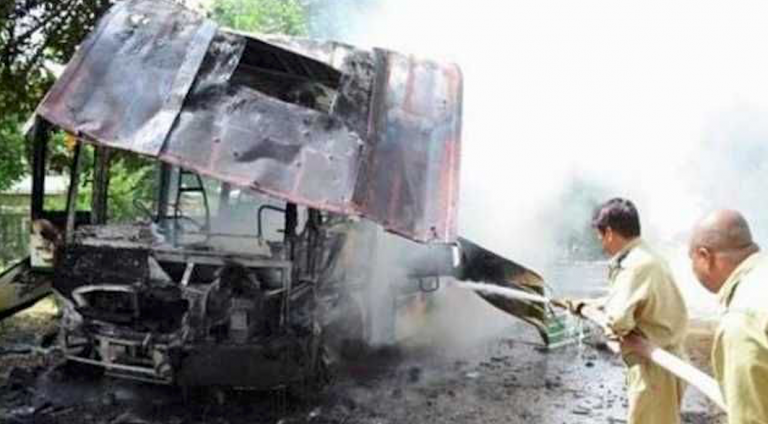 Pakistan, scontro bus-camion