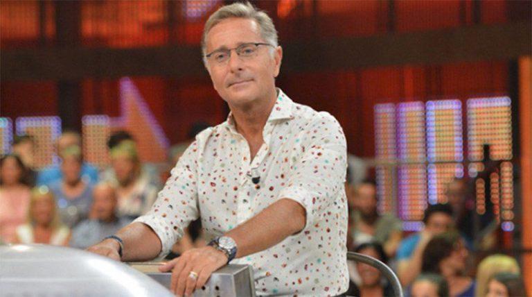 Paolo Bonolis tira uno schiaffo ad Avanti un altro