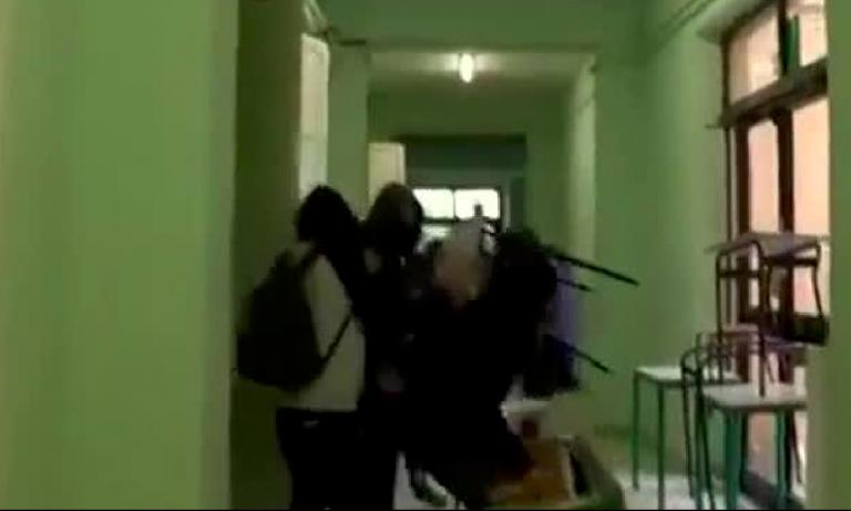 Pisa, studenti incappucciati devastano la scuola