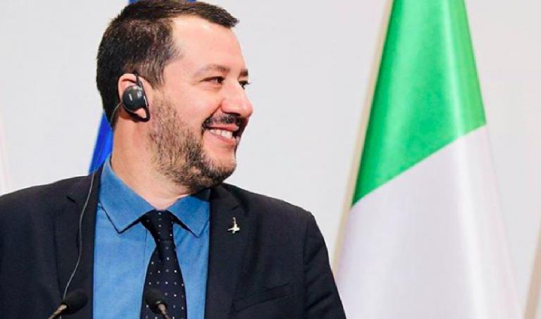 Salvini a Napoli dopo la bomba a Sorbillo