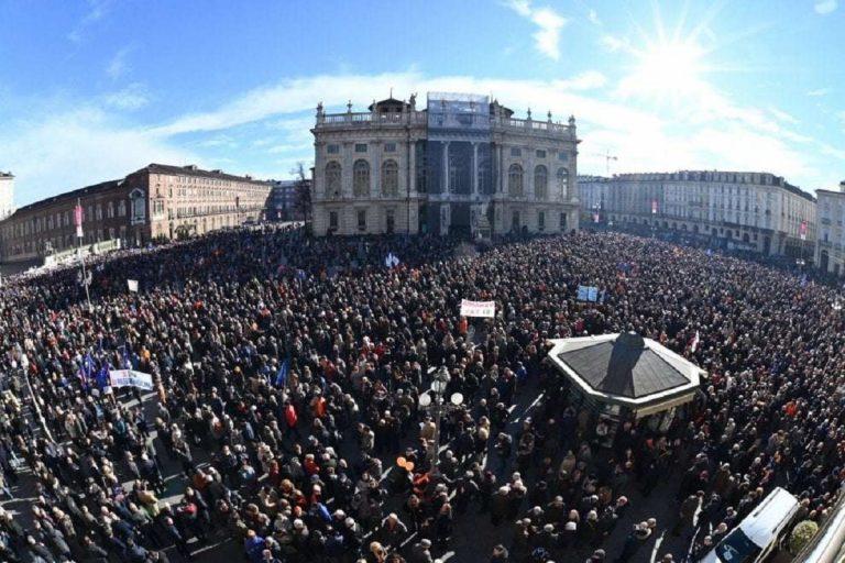 Torino, manifestazione Sì Tav: in piazza c'è anche la Lega