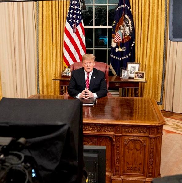 Trump chiede di finanziare il muro col Messico