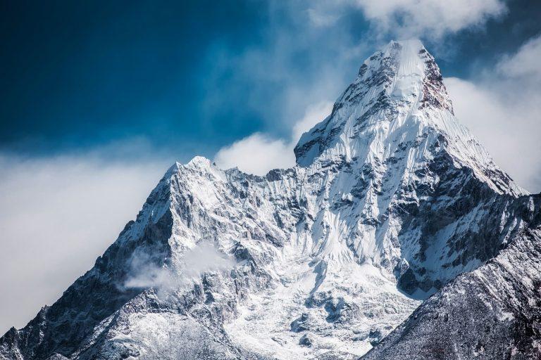 Valanga sull'Himalaya, morti e dispersi