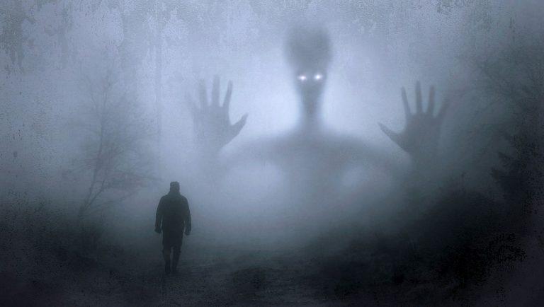 Un operaio vede un alieno