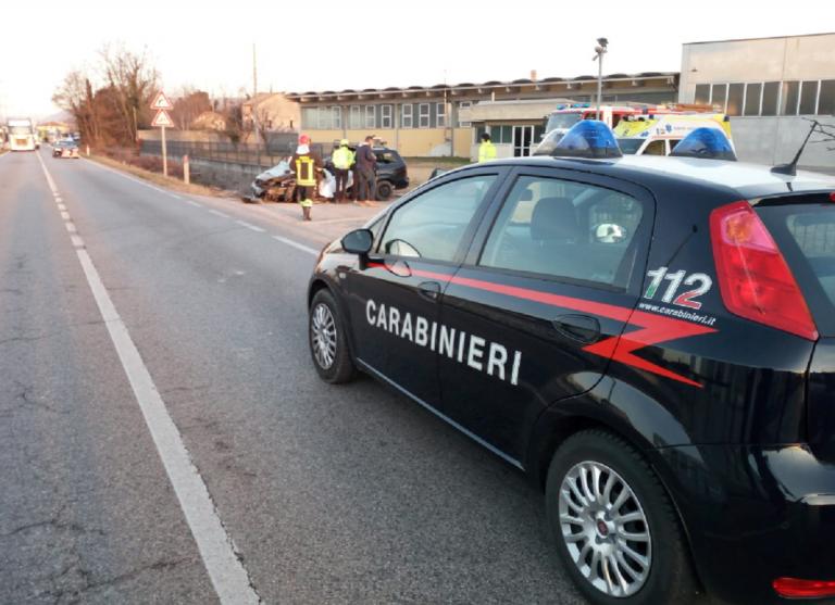 Auto incastrata sotto ponticello: 45enne morto