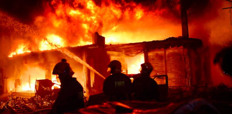 Bangladesh, maxi incendio a Dacca