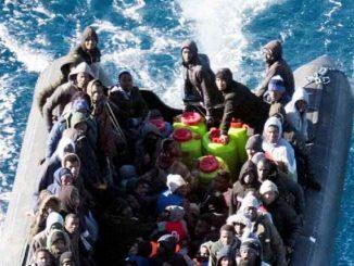 """Libia, 150 migranti alla deriva in mare: """"Donne e bambini a bordo"""""""