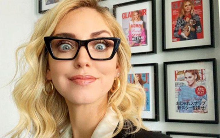 chiara ferragni con gli occhiali
