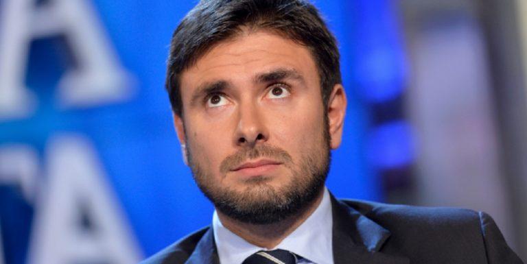 Movimento 5 stelle, Di Battista chiede di tagliare gli stipendi Rai di Vespa e Fazio