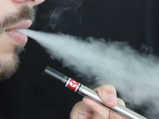 Sigaretta Elettronica: l'utilizzo da giovani fa diventare fumatori da adulti