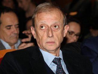 Orbetello, incidente stradale per Piero Fassino: frattura dello sterno