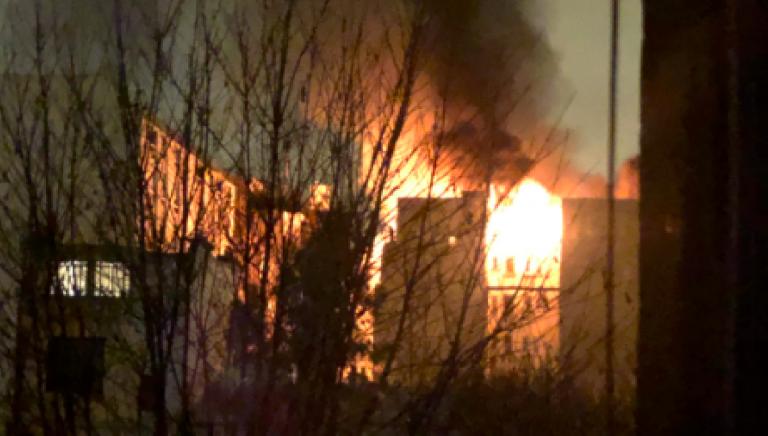 Incendio a Parigi, palazzo in fiamme