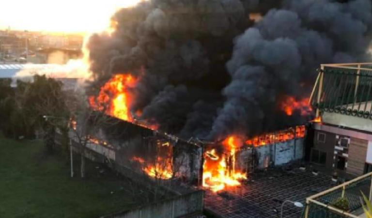 Risultati immagini per Incendio in fabbrica nel Napoletano, persone intossicate