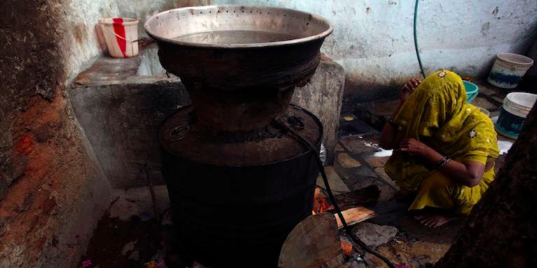 India, morti per alcol adulterato