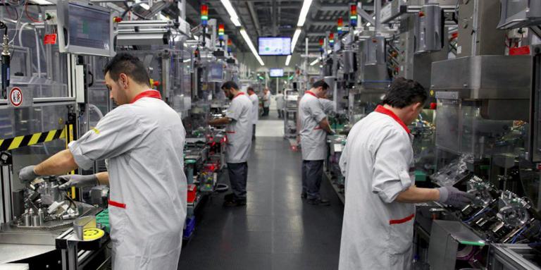 Istat, crolla la produzione industriale