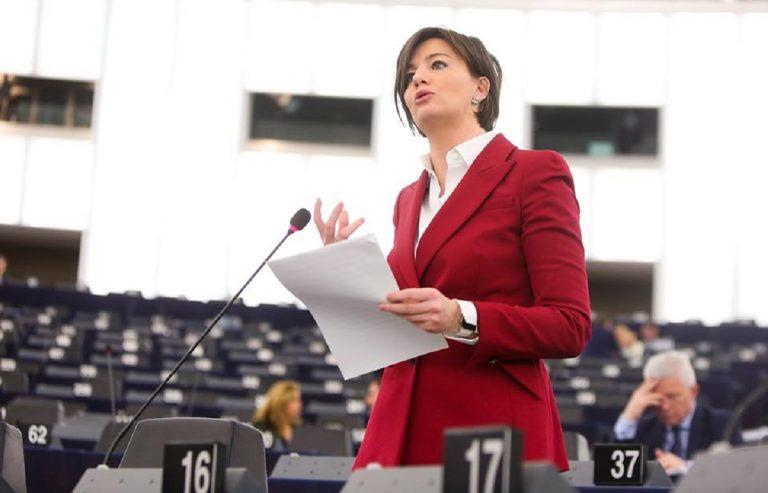"""L'eurodeputata Lara Comi """"Basta insulti sessisti sui social"""""""