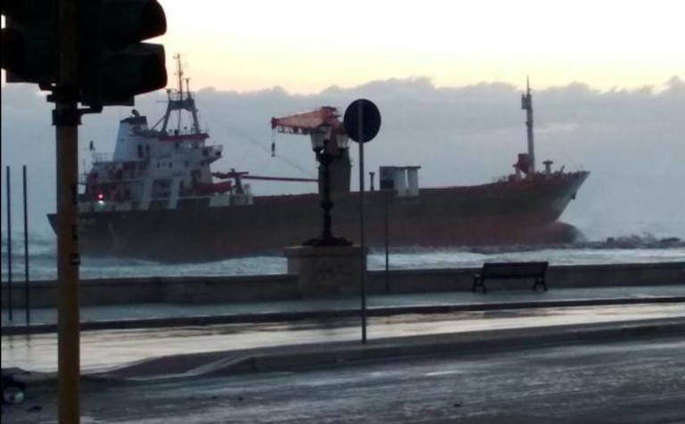 Nave mercantile turca arenata a Bari