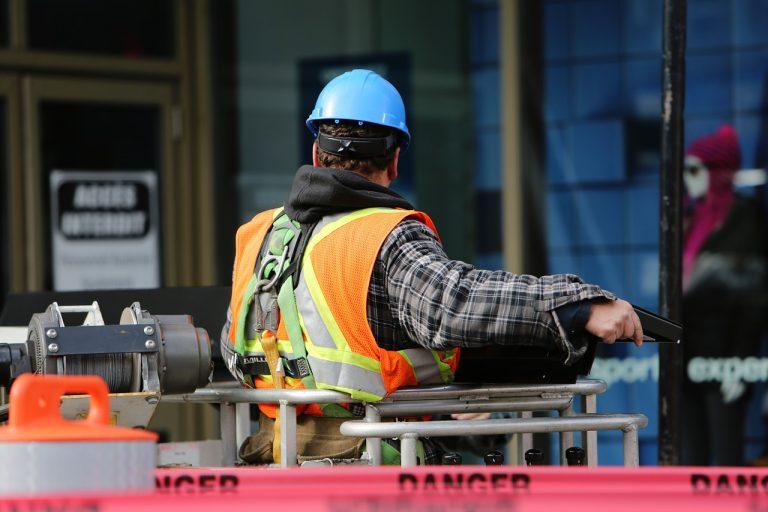 Operaio, incidente sul lavoro a Parete