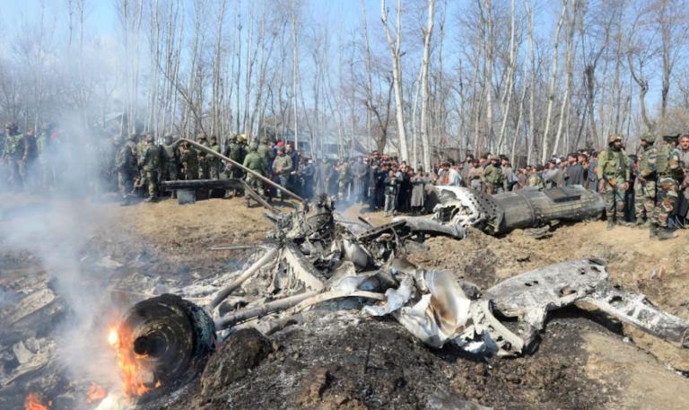Pakistan, abbattuti due caccia indiani
