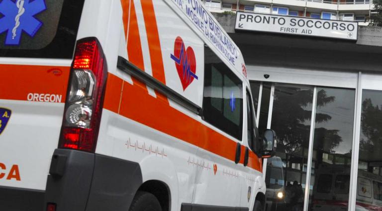 Rimini, 12enne si butta dalla finestra di scuola