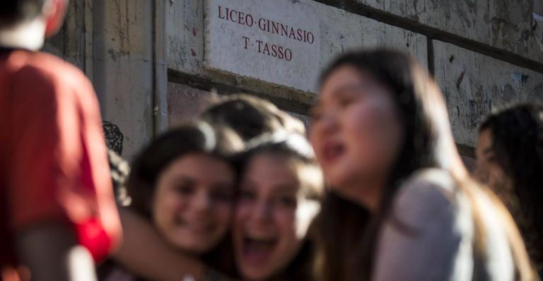 Roma, docente molesta alunne, niente carcere