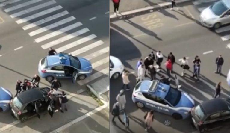 roma poliziotti accerchiati 768x444