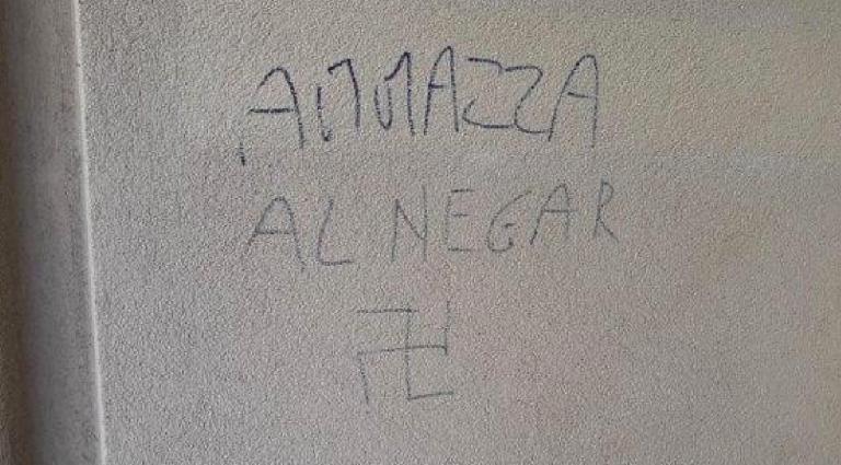 Scritte razziste, la madre contro Salvini