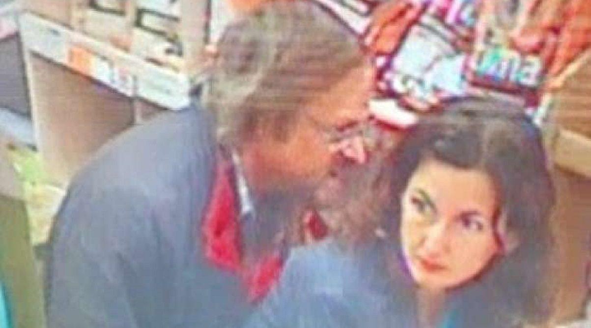 Fanno sesso al supermercato coppia ripresa dalle telecamere - Video sesso sul divano ...