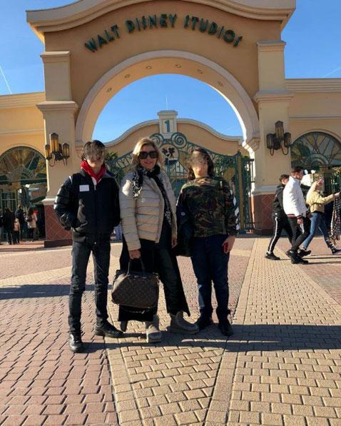 Tina Cipollari con i figli a Disneyland