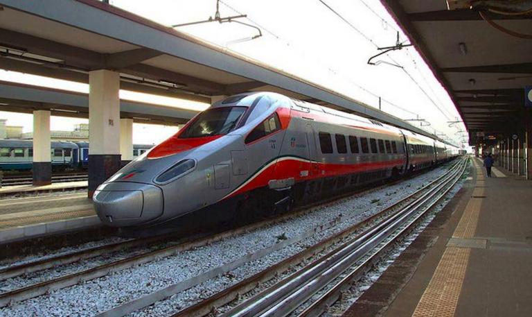 Uomo investito da treno ad alta velocità