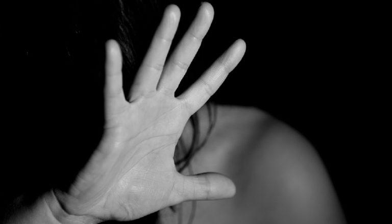 messina violenze moglie incinta