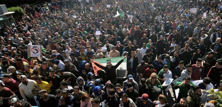 algeria proteste contro presidente