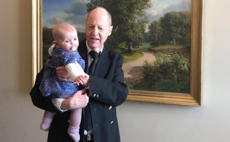 Danimarca, deputata In aula con la bambina