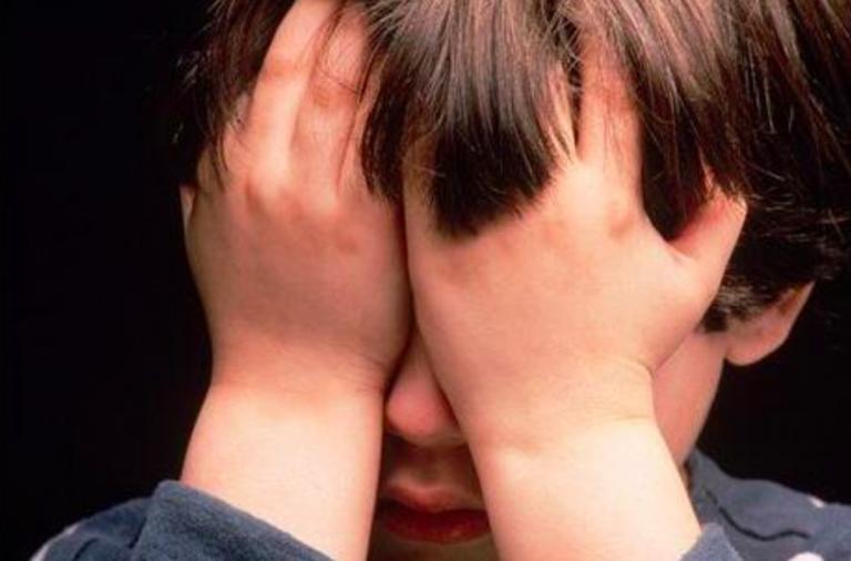 bambino violentato a scuola