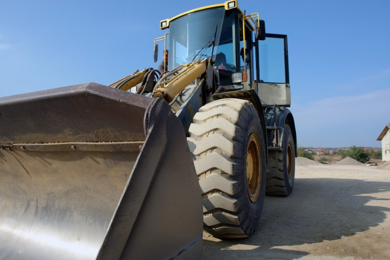 big bulldozer clear sky 533224 768x512