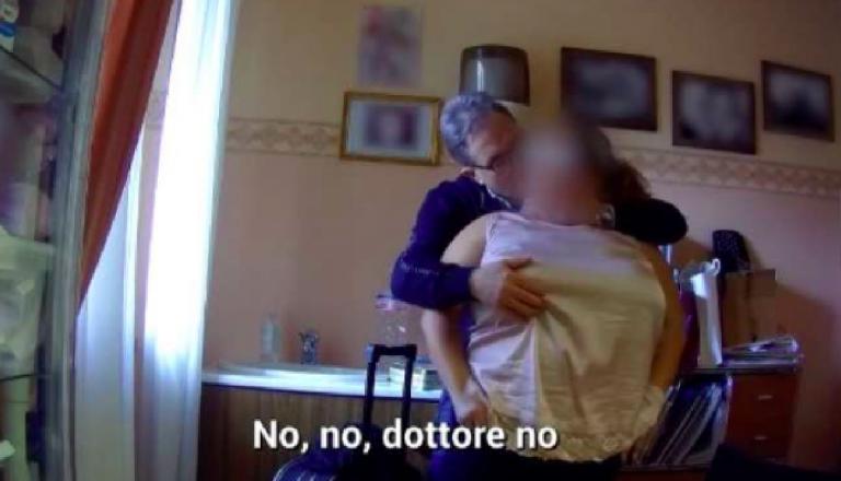 Chirurgo accusato di molestie
