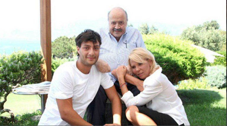 Gabriele Costanzo con i genitori adottivi