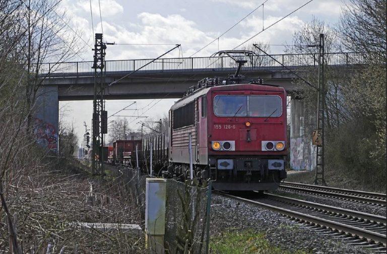 deraglia treno merci