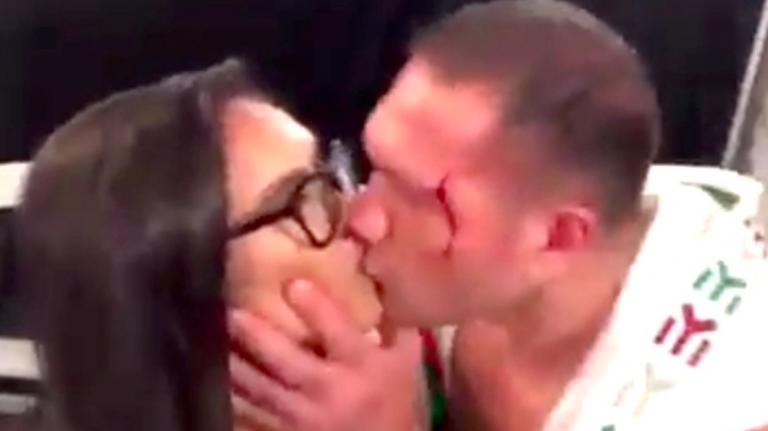 Il pugile Kubrat Pulev bacia la giornalista